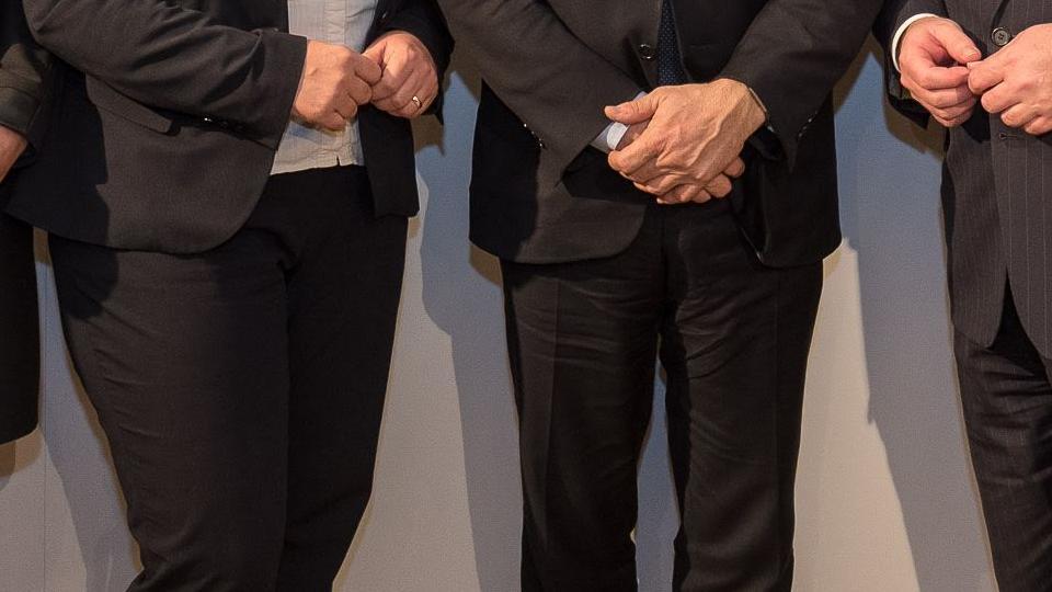 Minister Lienenkämper mit allen Gästen in der Landesvertretung in Brüssel.